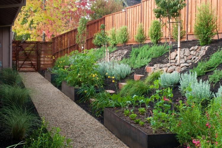 Impressionnant Avoir Un Beau Jardin #2: Am%C3%A9nager-jardin-pente-conseils-pratiques-photos.jpg